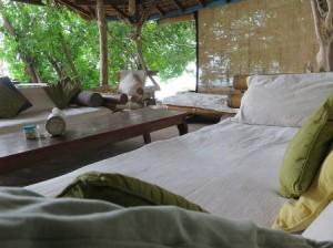 Pulau-macan-main-hut