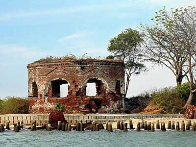 pulau onrust - castle