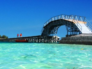 Jembatan-Cinta-Tidung-Island